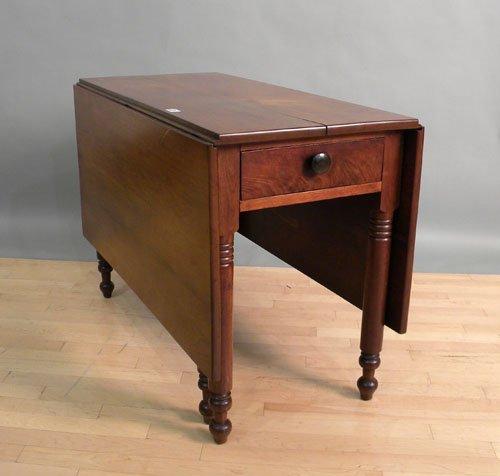 660: Sheraton walnut drop leaf dining table, 19th c.,