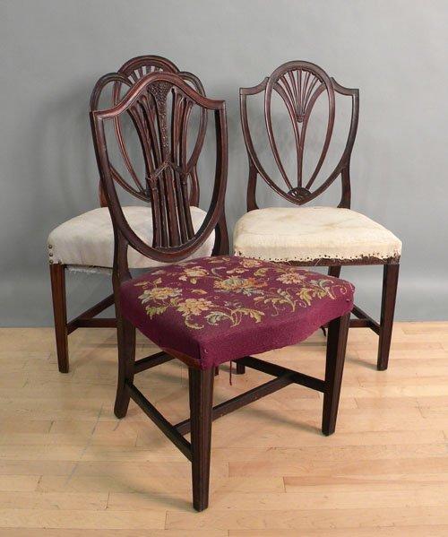 671: Three Hepplewhite mahogany dining chairs, 19th c.