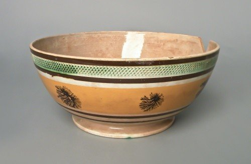 517: Mocha bowl, 19th c., with seaweed decoration on a