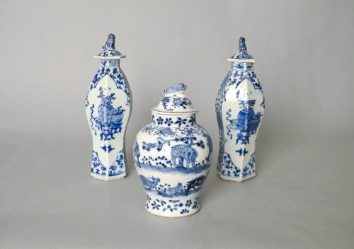 1027: Pair of Chinese export blue and white garnitures,