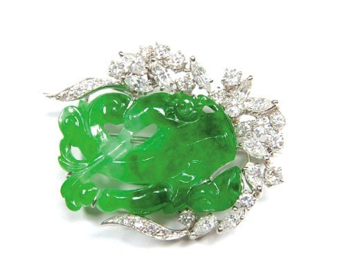 720: Platinum brooch with carved green jade surround