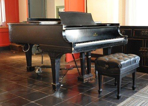 1320: Steinway & Sons baby grand piano, ca. 1910, seria