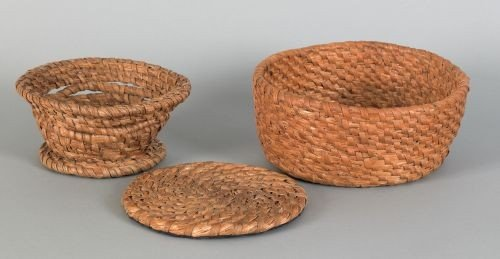 14: Two rye straw baskets, 19th c., one with a foot