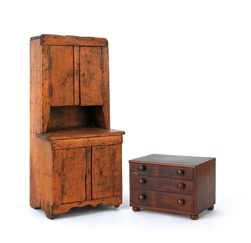 5: Miniature mahogany chest of drawers, 19th c., 5