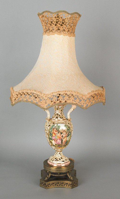 770: Capo-di-monte style table lamp, 18'' h.