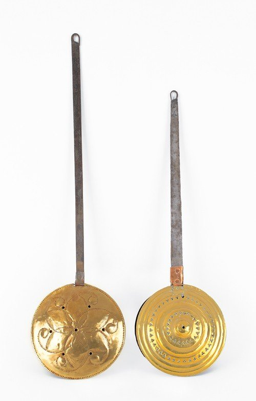 1558: Two brass bedwarmers, 18th/19th c.