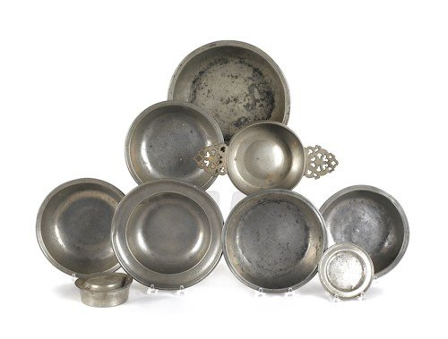 812: Six pewter bowls, 19th c., together with a covere