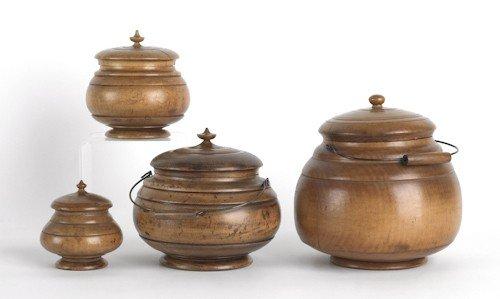 128: Rare graduated set of turned maple peaseware lid