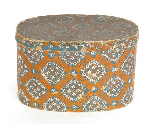 146: Oval wallpaper box, 19th c., with floral decora