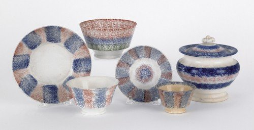 70: Collection of rainbow spatterware, to include blu