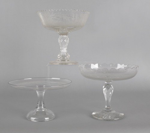 766: Two etched glass centerpiece bowls, together with