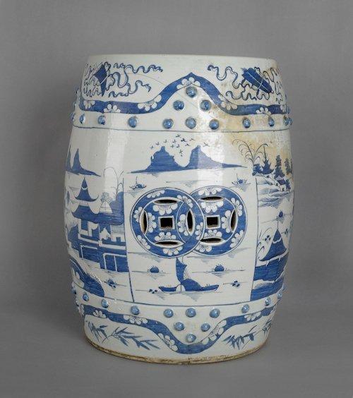 54: Chinese export porcelain garden seat, ca. 1800,