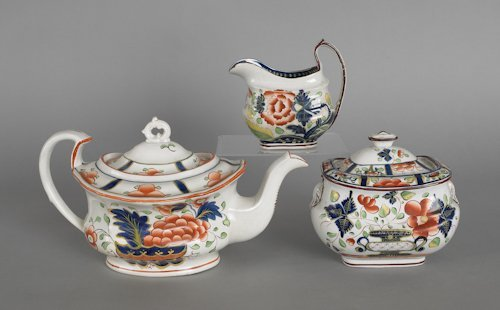 650: Gaudy Dutch teapot, 19th c., in the warbonnet p