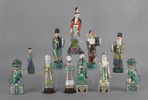 692: Eleven Chinese pottery and porcelain figures, tal