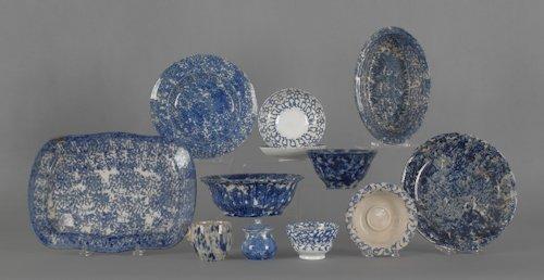 811: Twelve pieces of blue spongeware, 19th c., talles