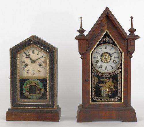 813: Two mahogany shelf clocks, ca. 1900, tallest - 18