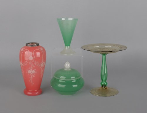 1067: Four pieces of art glass, probably Steuben, to in