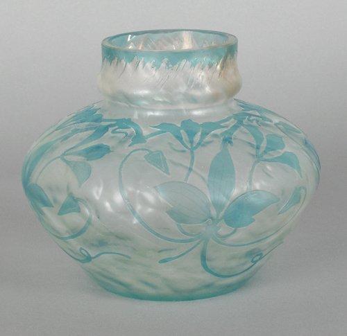 1073: Pantin cameo glass vase, 5 1/4'' h.