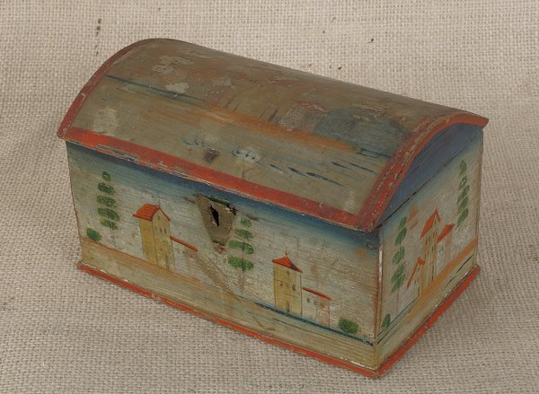 12: Continental painted pine dome lid box, 19th c.,