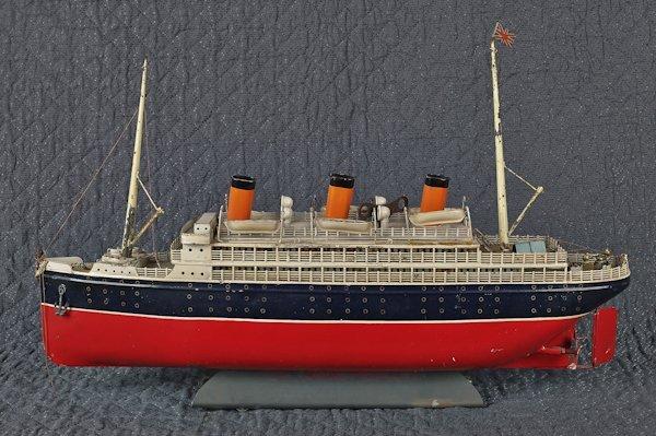 Bing tin clockwork ocean liner, 25'' l.