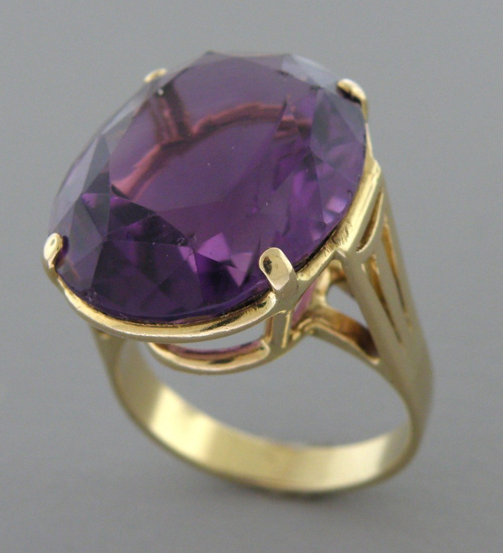 VINTAGE 14K YELLOW GOLD OVAL AMETHYST COCKTAIL RING