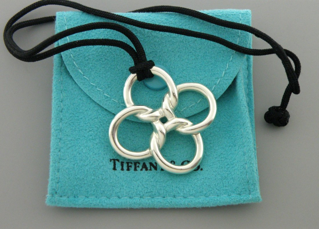 TIFFANY & Co. STERLING SILVER FLOWER CLOVER NECKLACE