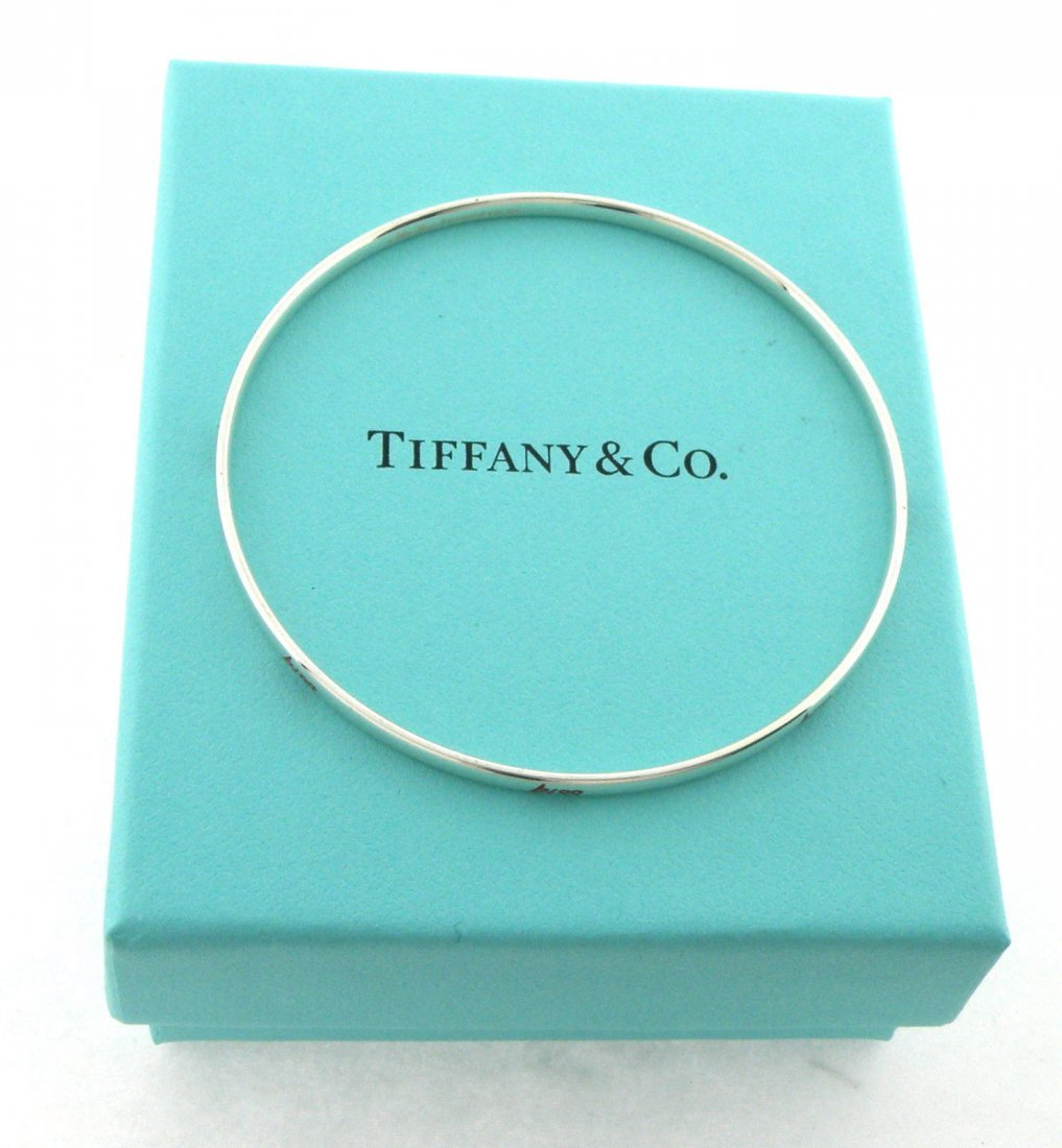 TIFFANY & Co. STERLING SILVER RED ENAMEL KISS BANGLE