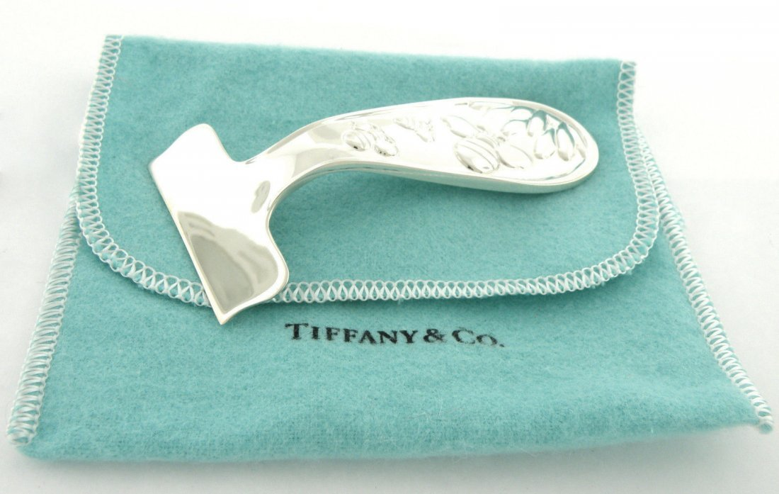TIFFANY & Co. STERLING SILVER BABY FOOD PUSHER BEE