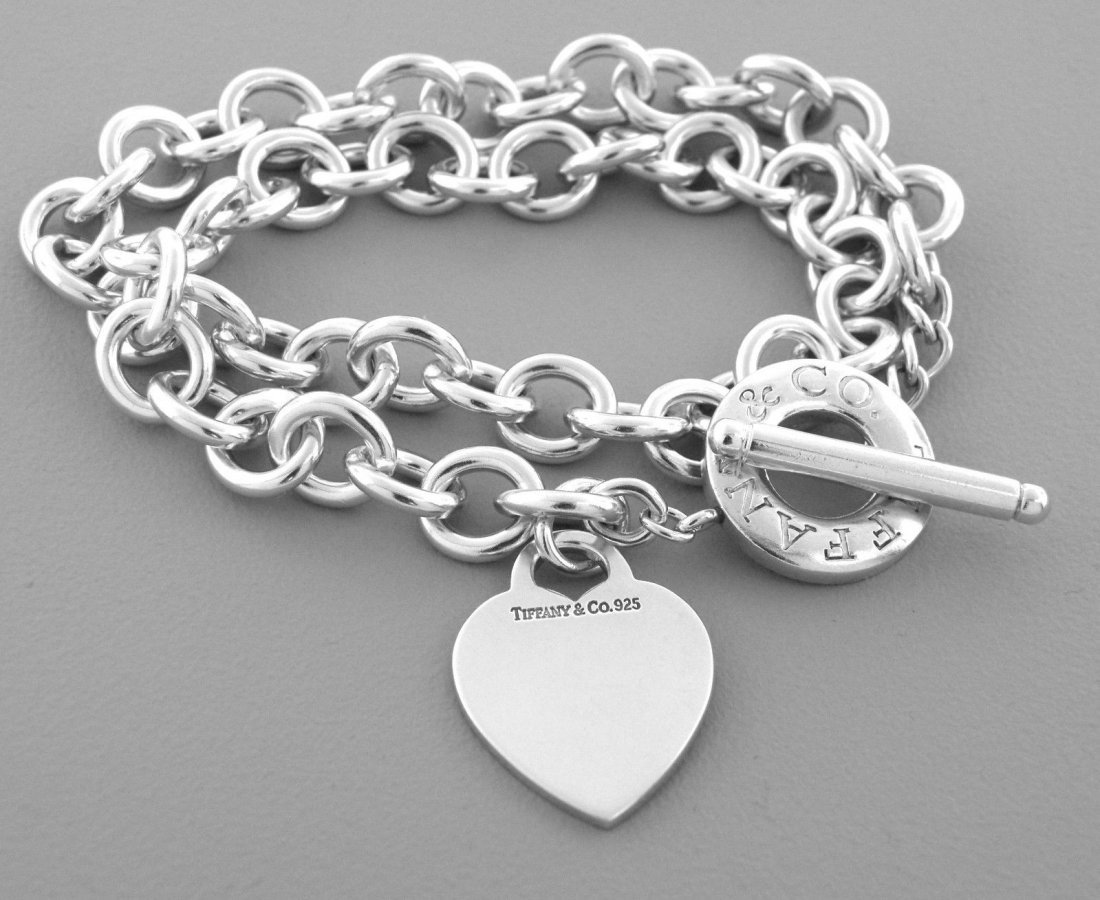 TIFFANY & Co. STERLING SILVER HEART TOGGLE TAG NECKLACE