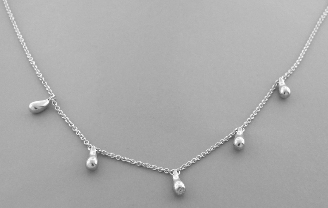 TIFFANY & Co. STERLING SILVER TEARDROP LADIES NECKLACE