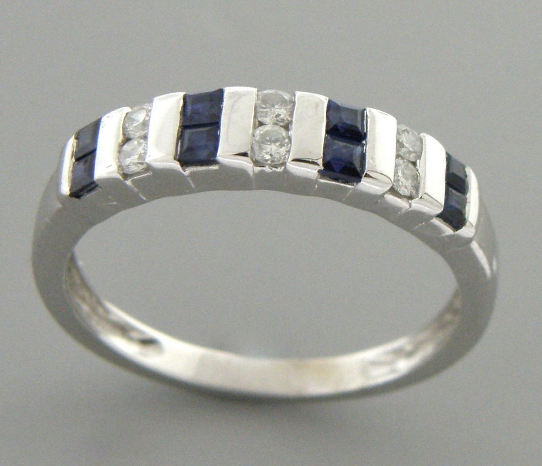 14K WHITE GOLD DIAMOND & NATURAL BLUE SAPPHIRE RING