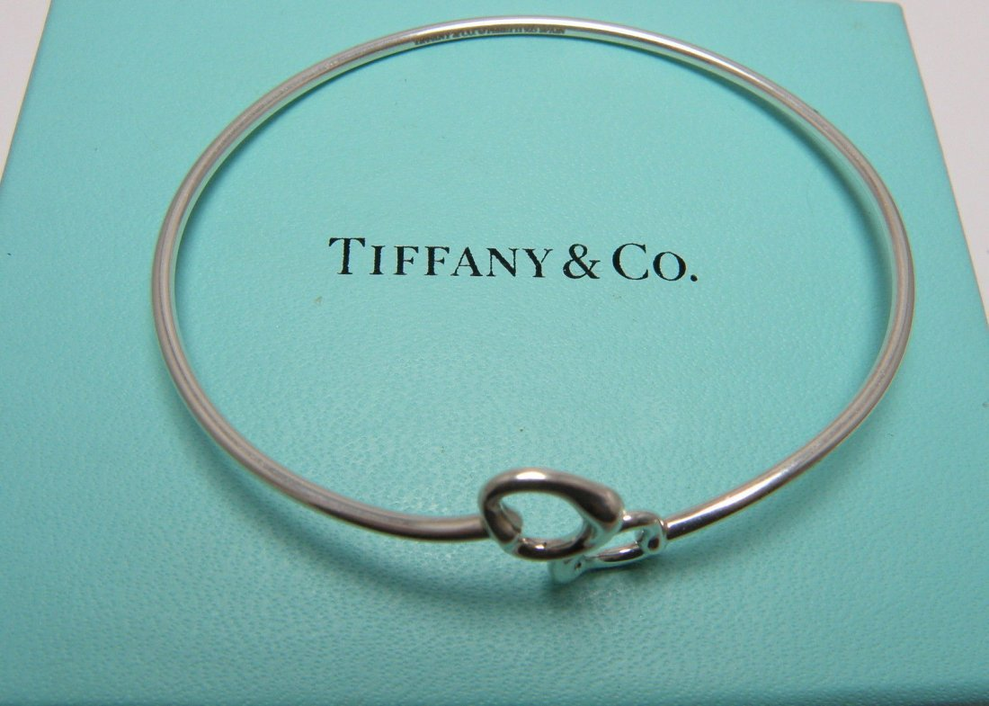 TIFFANY & Co. STERLING DOUBLE HEART BRACELET BANGLE