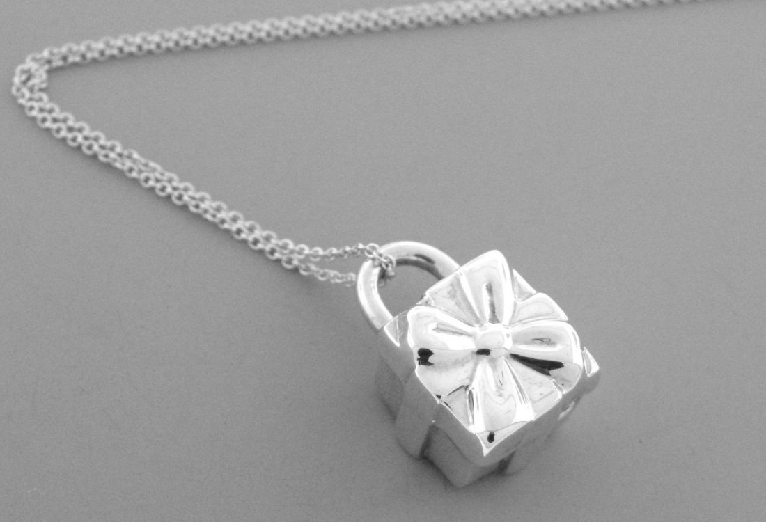 TIFFANY & Co. STERLING SILVER GIFT BOX PADLOCK NECKLACE