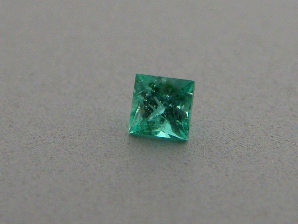 2.6mm PRINCESS CUT LOOSE NATURAL COLOMBIAN EMERALD