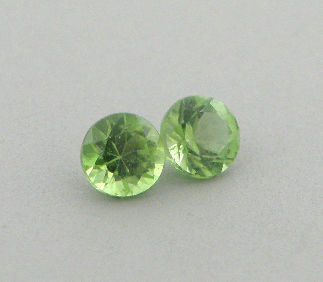 NATURAL 4MM MATCHING PAIR GREEN PERIDOT ROUND CUT