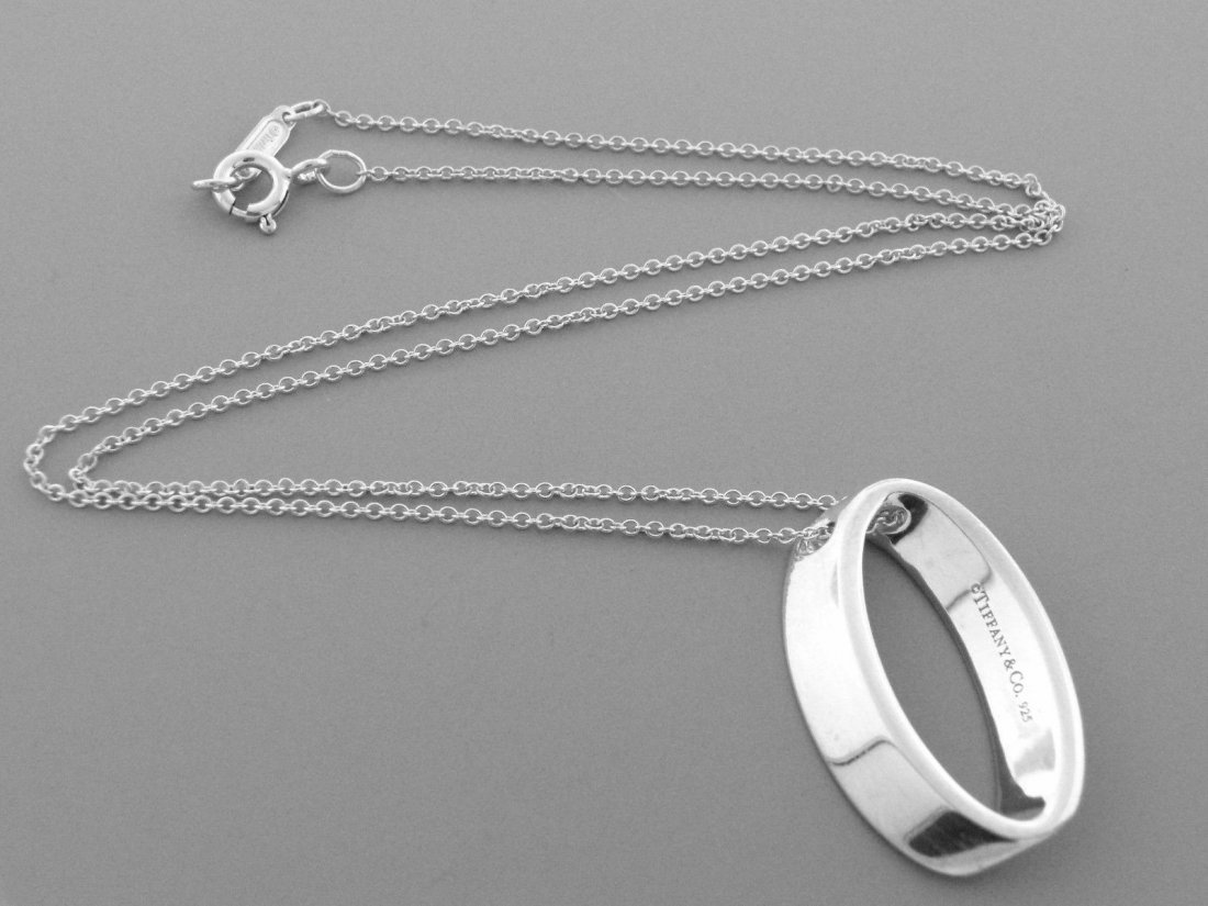 TIFFANY & Co. STERLING SILVER OVAL MODERN PENDANT CHAIN - 2