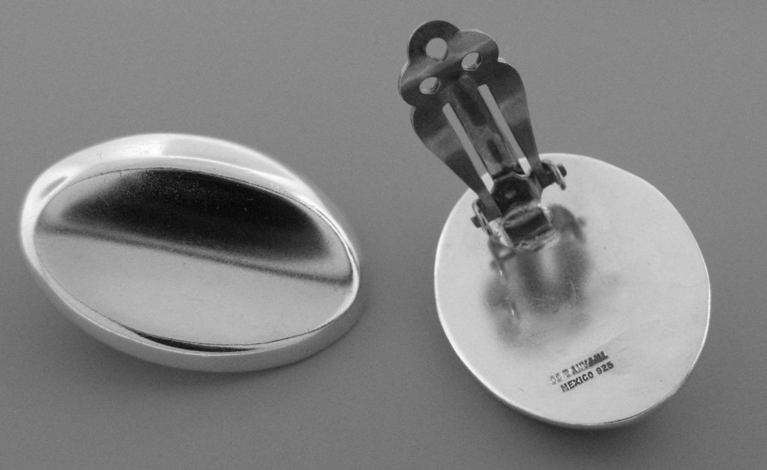 TIFFANY & Co. STERLING SILVER LARGE OVAL CLIP EARRINGS - 2
