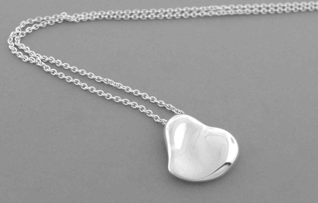 TIFFANY & Co. STERLING SILVER FULL HEART NECKLACE