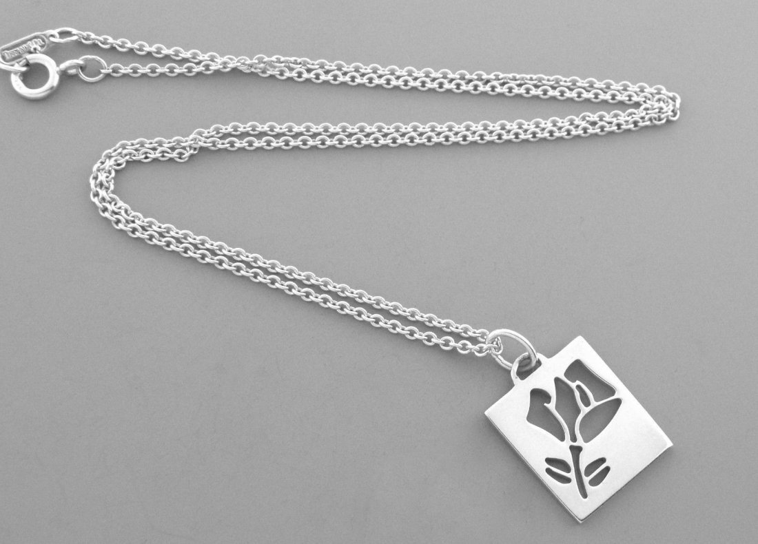 TIFFANY & Co. STERLING SILVER STENCIL ROSE NECKLACE