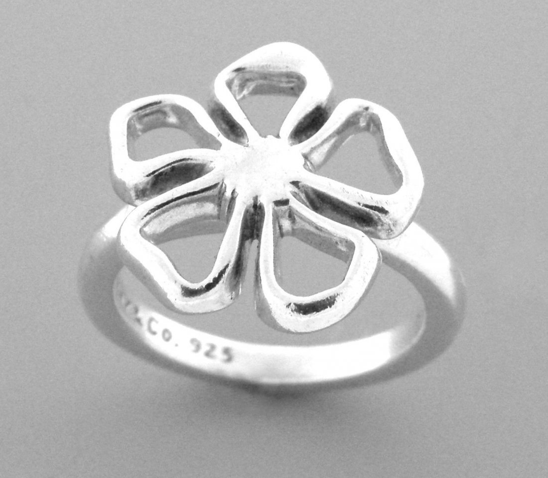 TIFFANY & Co. STERLING SILVER FLOWER STENCIL RING