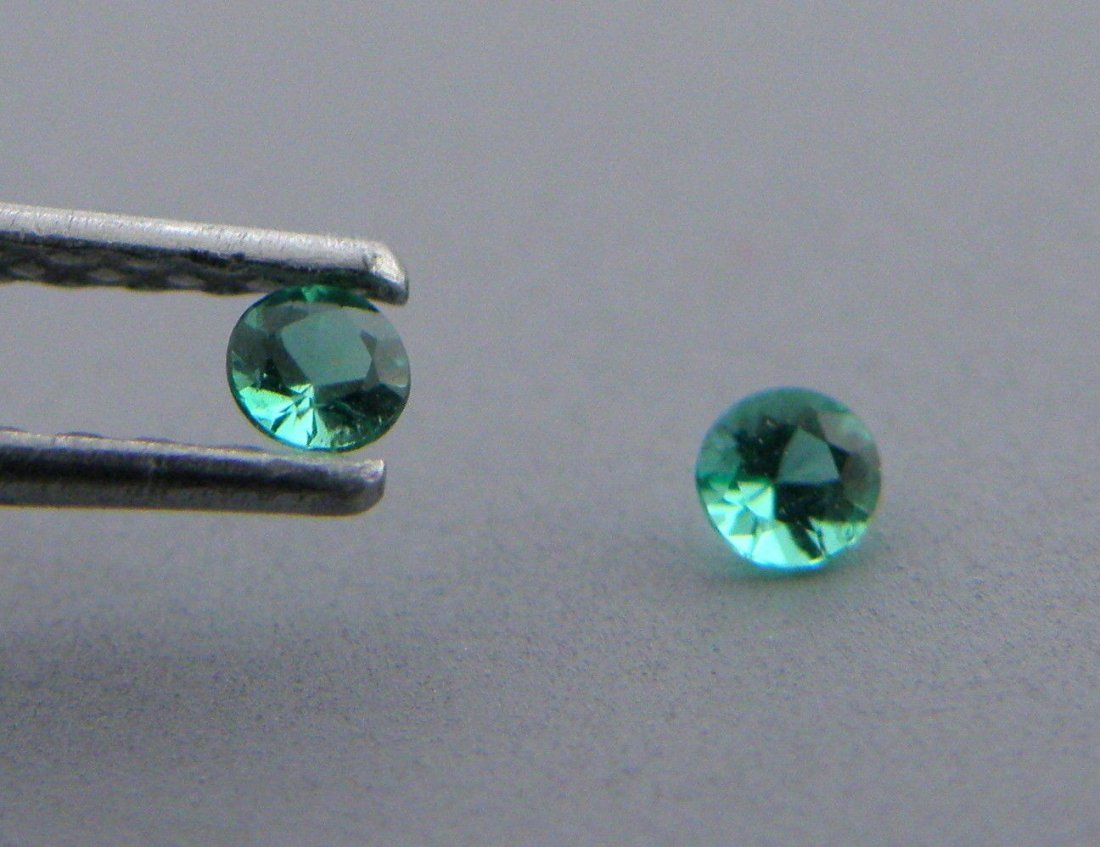 3.2mm MATCHING PAIR ROUND COLOMBIAN EMERALD GREEN