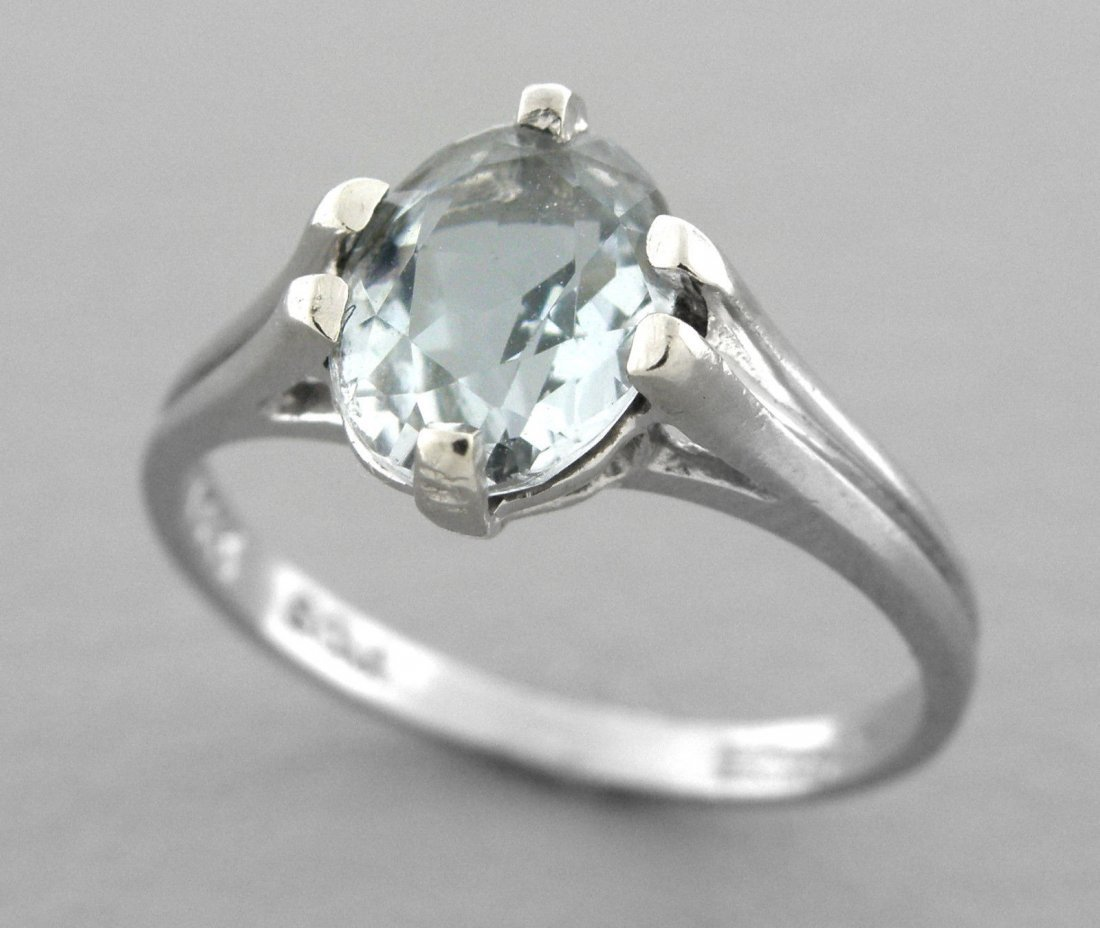14K WHITE GOLD AQUAMARINE LADIES SOLITAIRE OVAL RING