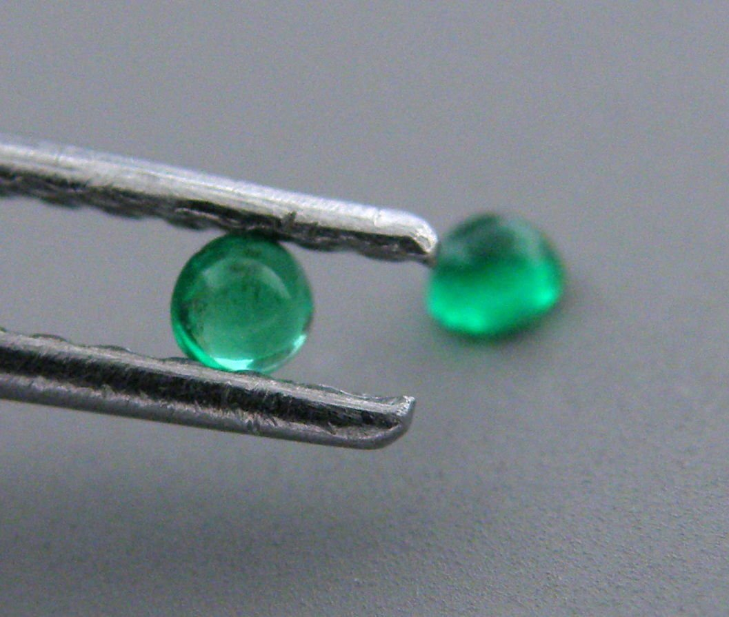 3.4mm ROUND MATCHING PAIR CABOCHON COLOMBIAN EMERALD