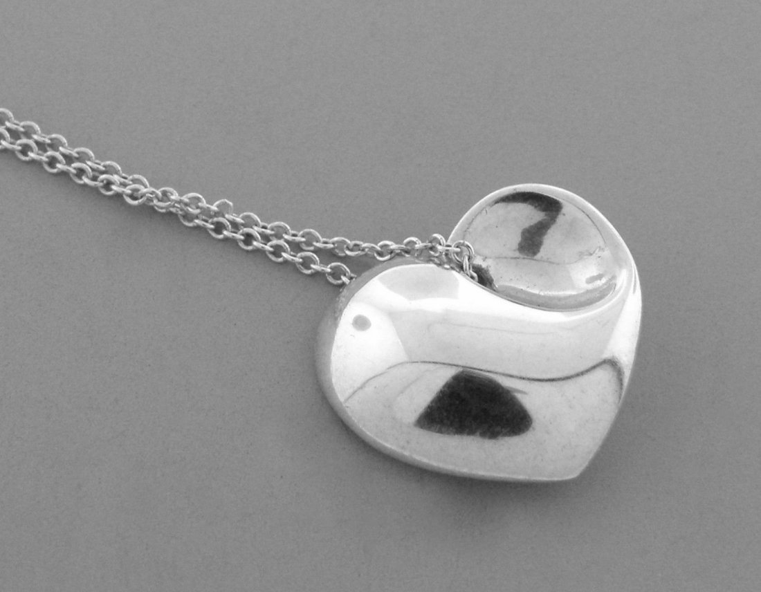 TIFFANY & Co. STERLING SILVER HEART CHAIN NECKLACE