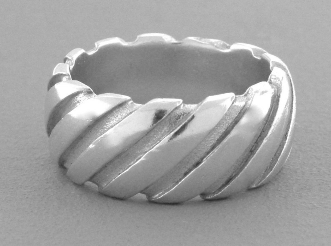 TIFFANY & Co. STERLING SILVER LADIES GROOVED RING