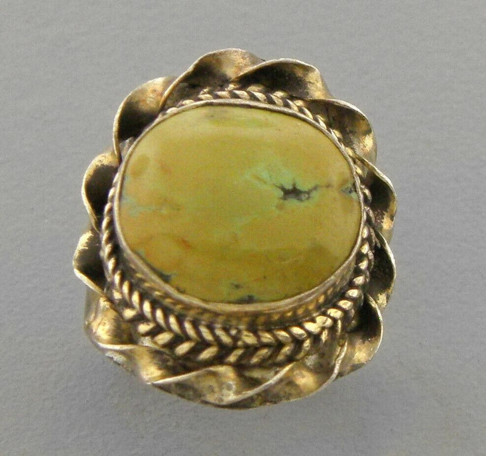 VINTAGE BEAUTIFUL STERLING SILVER LADIES TURQUOISE RING