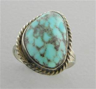 VINTAGE BEAUTIFUL NAVAJO STERLING SILVER TURQUOISE RING