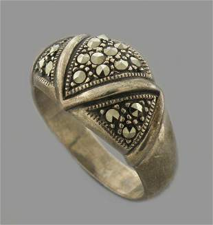 VINTAGE BEAUTIFUL STERLING SILVER MARCASITE PAVE RING