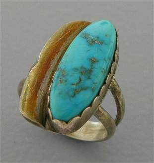 VINTAGE SOUTHWESTERN STERLING SILVER TURQUOISE RING