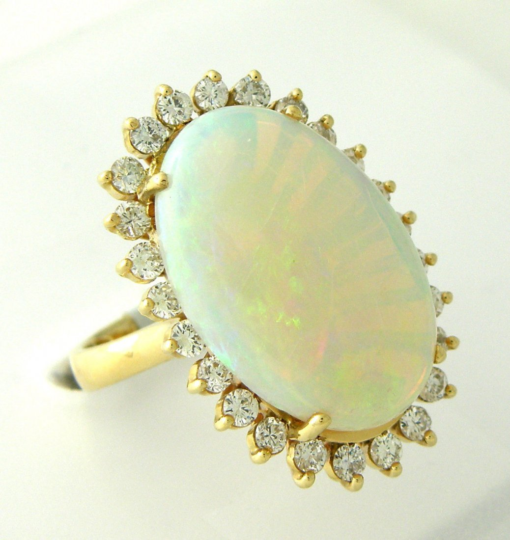 VINTAGE 14K YELLOW GOLD DIAMOND & OPAL LADIES RING